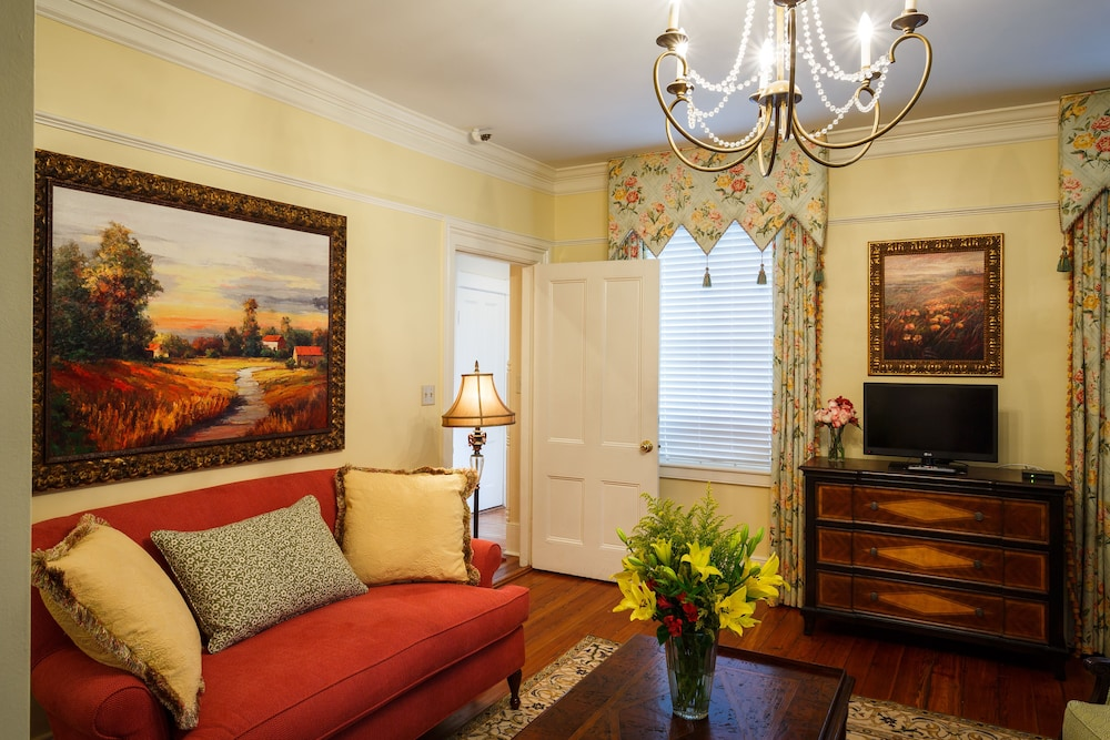Living Area, The Gastonian, Historic Inns of Savannah Collection