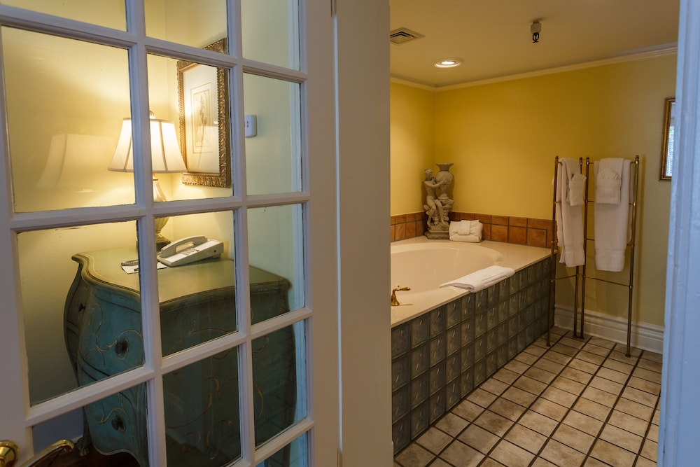 Bathroom, The Gastonian, Historic Inns of Savannah Collection