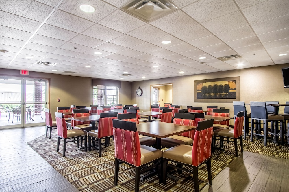Breakfast Area, Comfort Suites Hotel and Conference Center