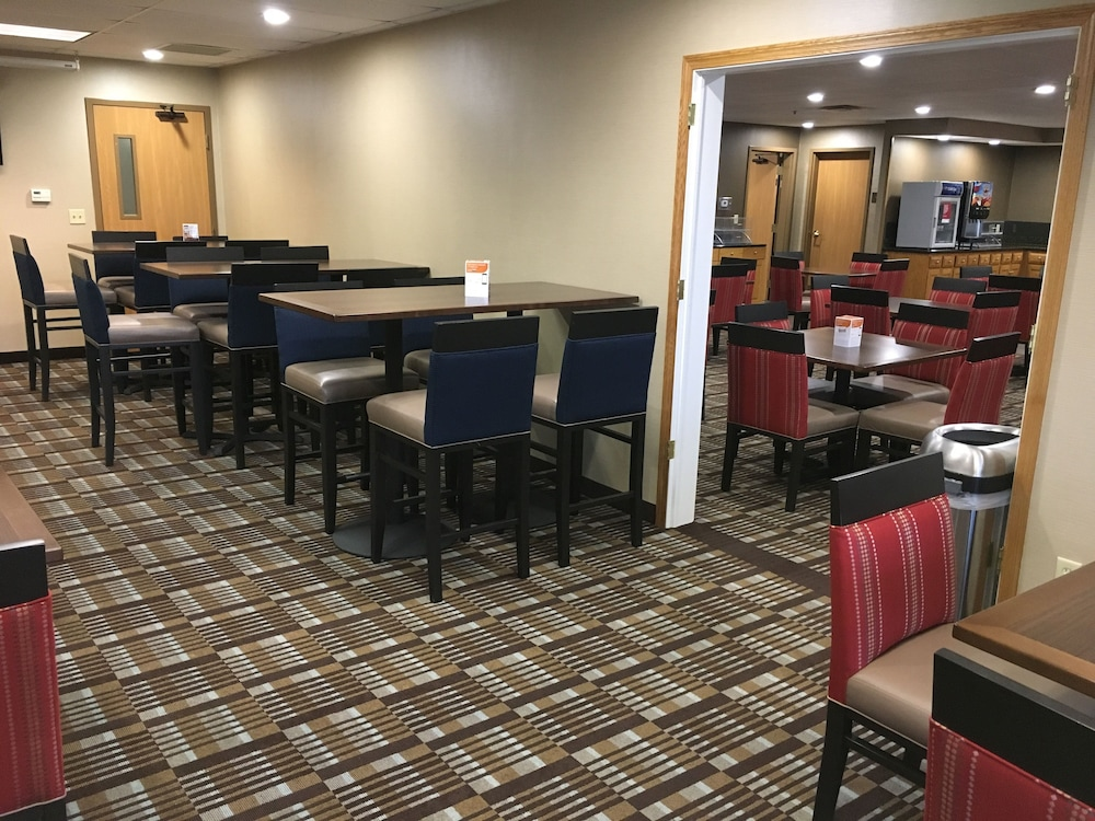 Dining, Comfort Suites Hotel and Conference Center