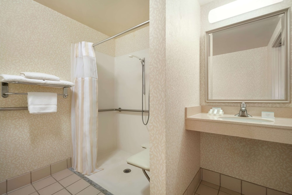 Bathroom, Hilton Garden Inn Wilkes Barre