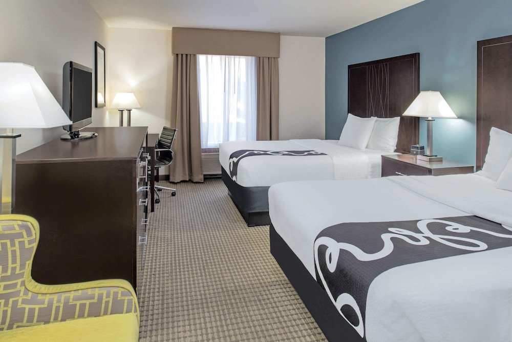 Room, La Quinta Inn & Suites by Wyndham Moscow Pullman