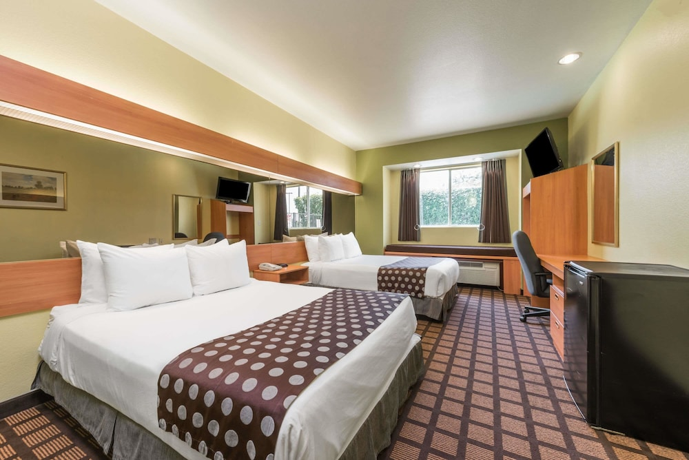Room, Microtel Inn & Suites by Wyndham Ft. Worth North/At Fossil