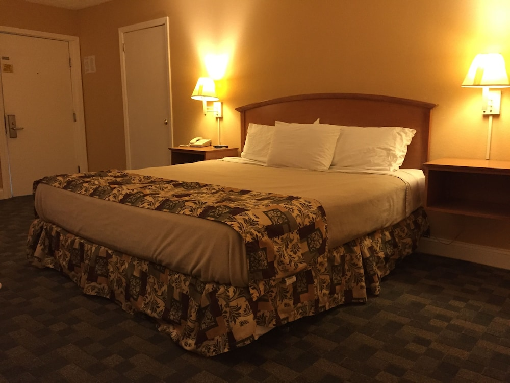 Room, Wildwood Inn Tropical Dome & Theme Suites