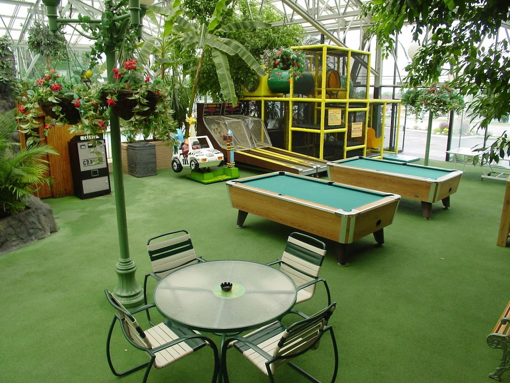 Billiards, Wildwood Inn Tropical Dome & Theme Suites