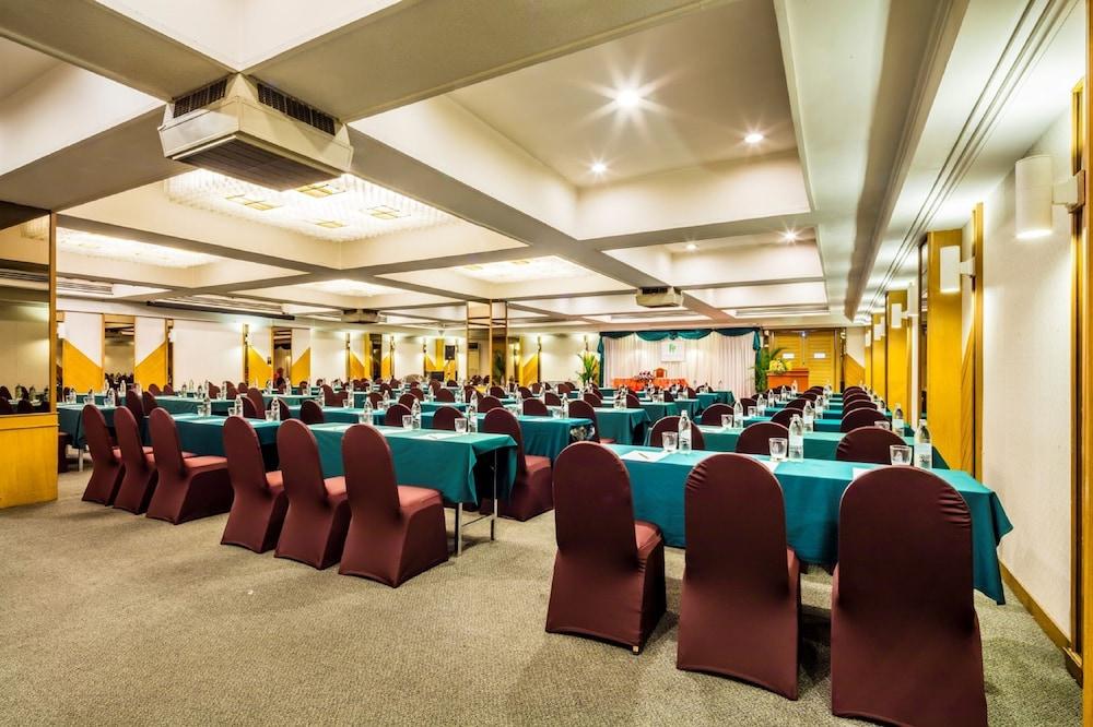 Bangkok Palace Hotel - Reviews, Photos & Rates - ebookers.com