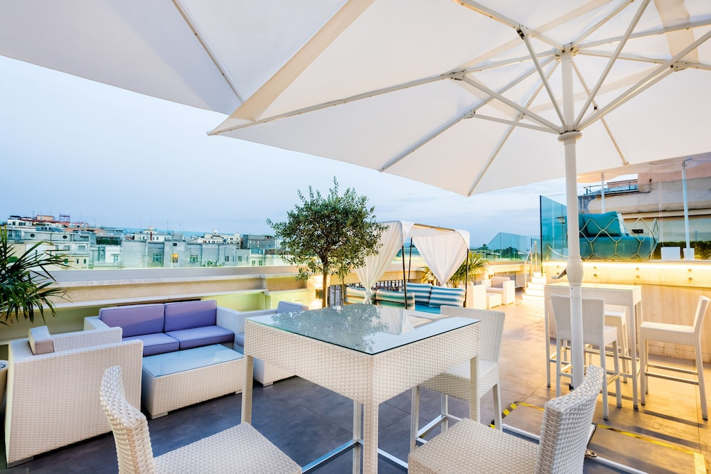 Poolside Bar, Aleph Rome Hotel Curio Collection by Hilton