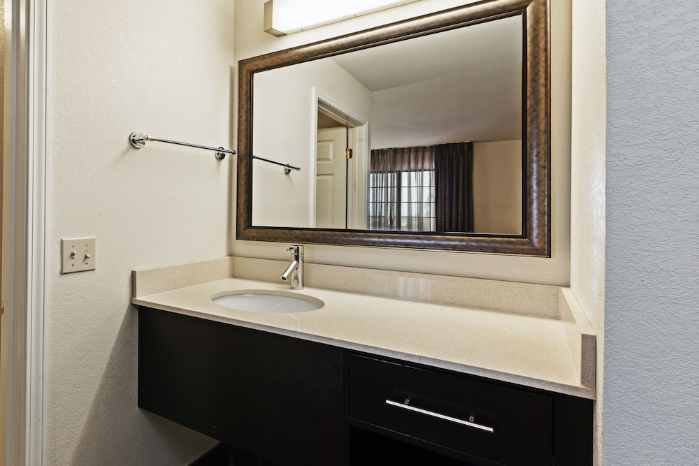 Bathroom, Staybridge Suites Woodland Hills, an IHG Hotel