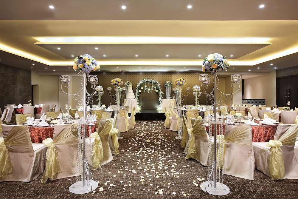 Indoor Wedding, Village Hotel Katong by Far East Hospitality (SG Clean)