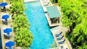 室外泳池;06:30 至 22:00 開放;免費小屋、泳池傘