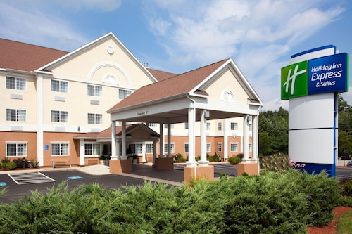 Great Place to stay Holiday Inn Express Hotel & Suites Boston-Marlboro near Hudson