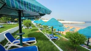 Plage privée, navette gratuite vers la plage, planche à voile, surf