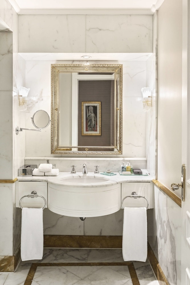 Bathroom, King George, a Luxury Collection Hotel, Athens
