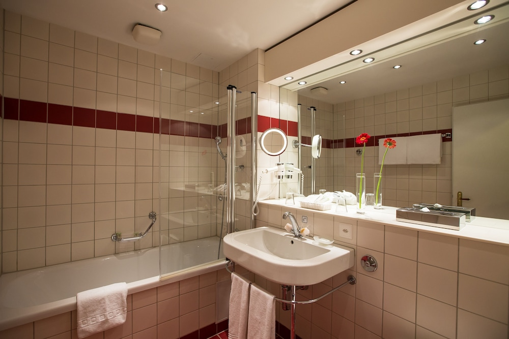 Bathroom, Lindner Grand Hotel Beau Rivage