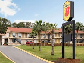 Super 8 by Wyndham Crestview