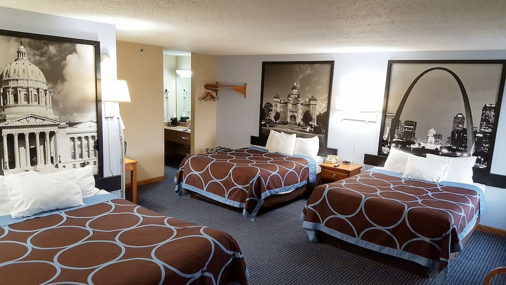 Room, Super 8 by Wyndham O'Fallon MO/St. Louis Area