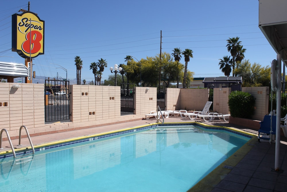Outdoor Pool, Super 8 by Wyndham Tucson/East/D.M.A.F. Area