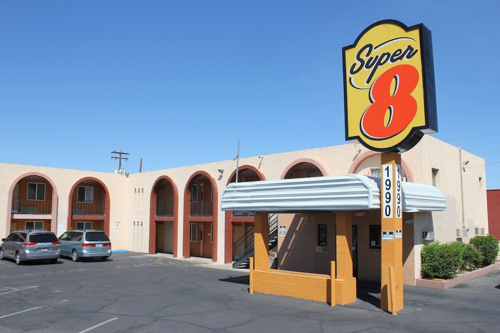 Property Grounds, Super 8 by Wyndham Tucson/East/D.M.A.F. Area