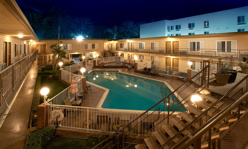 Outdoor Pool, Americas Best Value Inn & Suites Anaheim Convention Center