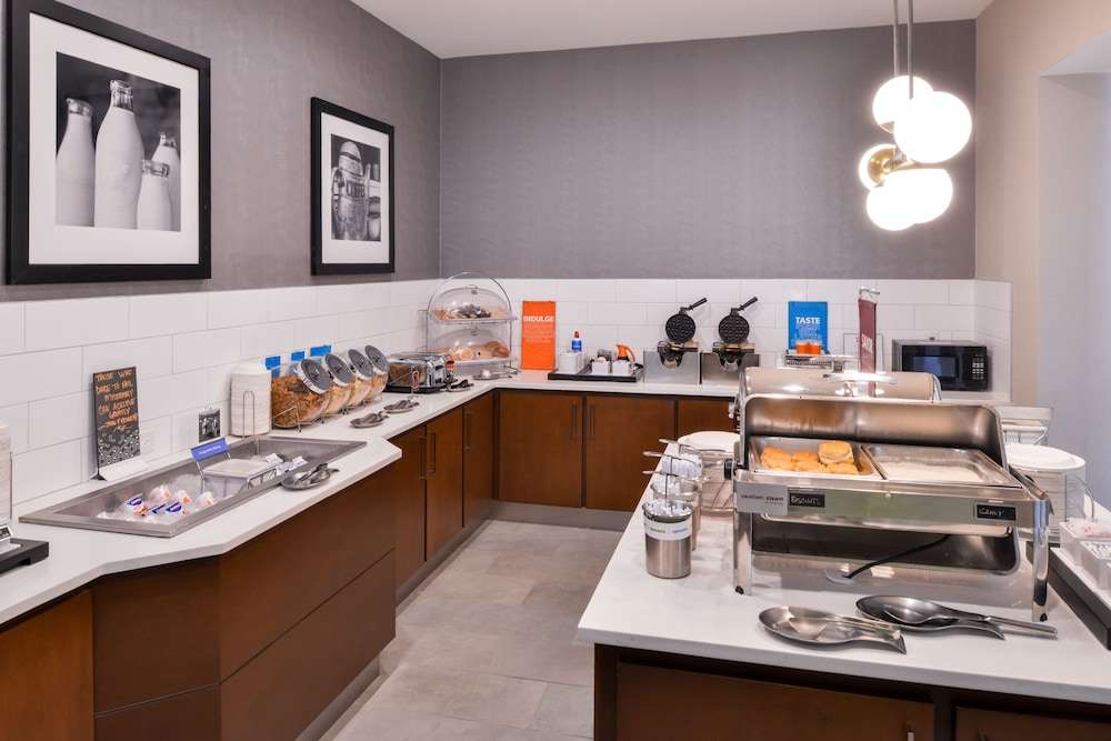 Breakfast buffet, Hampton Inn & Suites Legacy Park-Frisco