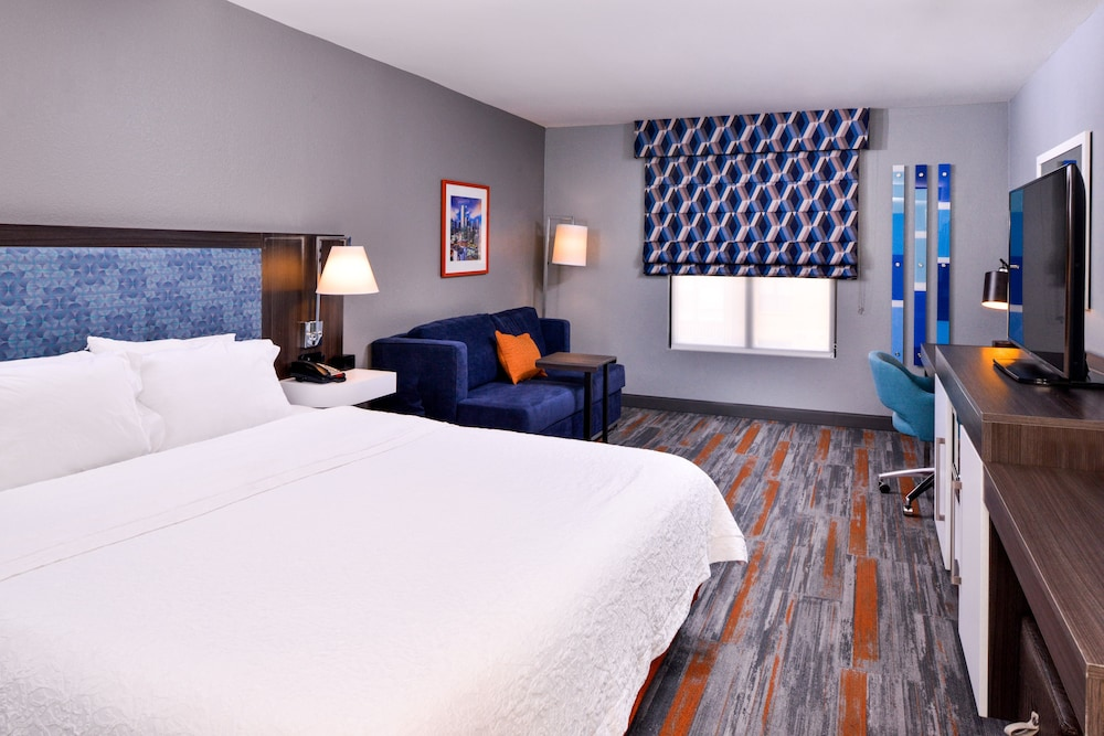 Room, Hampton Inn & Suites Legacy Park-Frisco