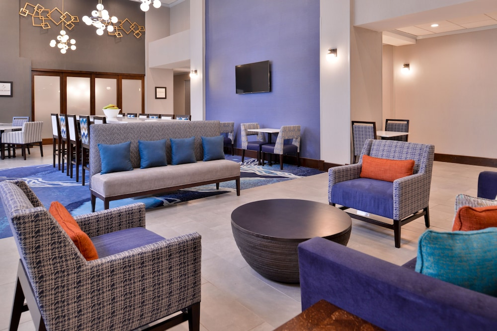 Lobby Sitting Area, Hampton Inn & Suites Legacy Park-Frisco