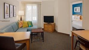 1 dormitorio, ropa de cama hipoalergénica, escritorio y cortinas opacas