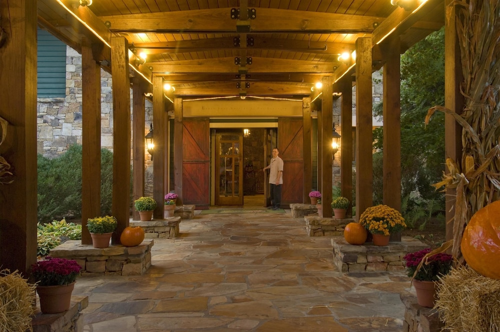 Front of Property, Brasstown Valley Resort & Spa