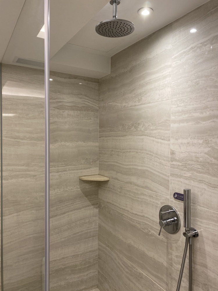 Bathroom, OASIS AVENUE – A GDH HOTEL