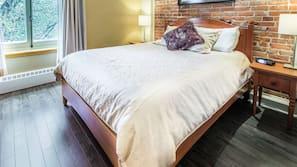 Premium bedding, blackout curtains, iron/ironing board, free WiFi