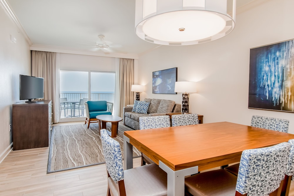 Living Area, Hilton Pensacola Beach