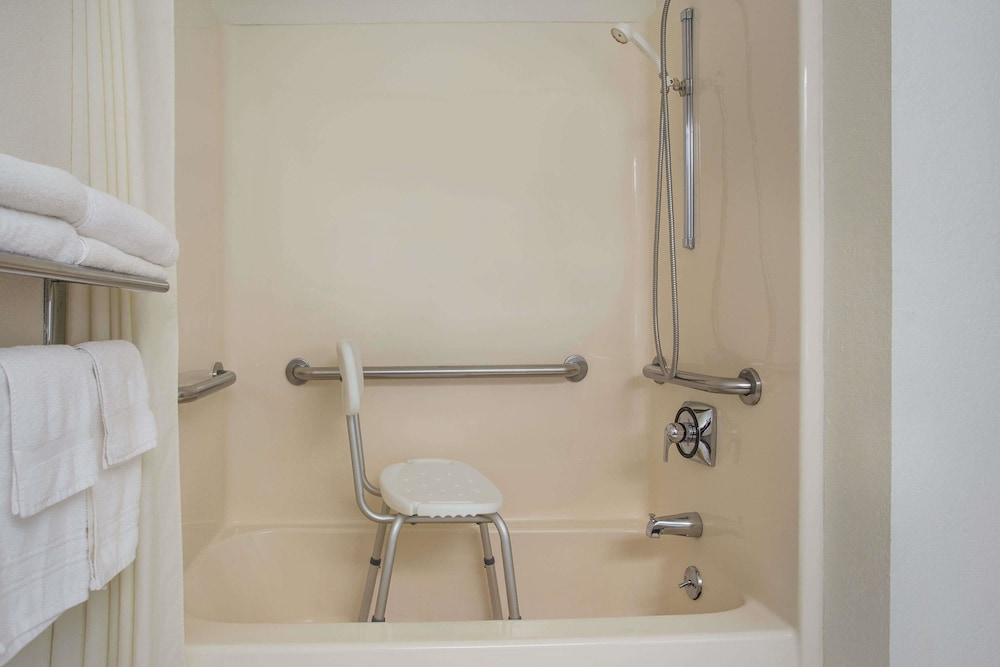 Bathroom, Super 8 by Wyndham New Hampton