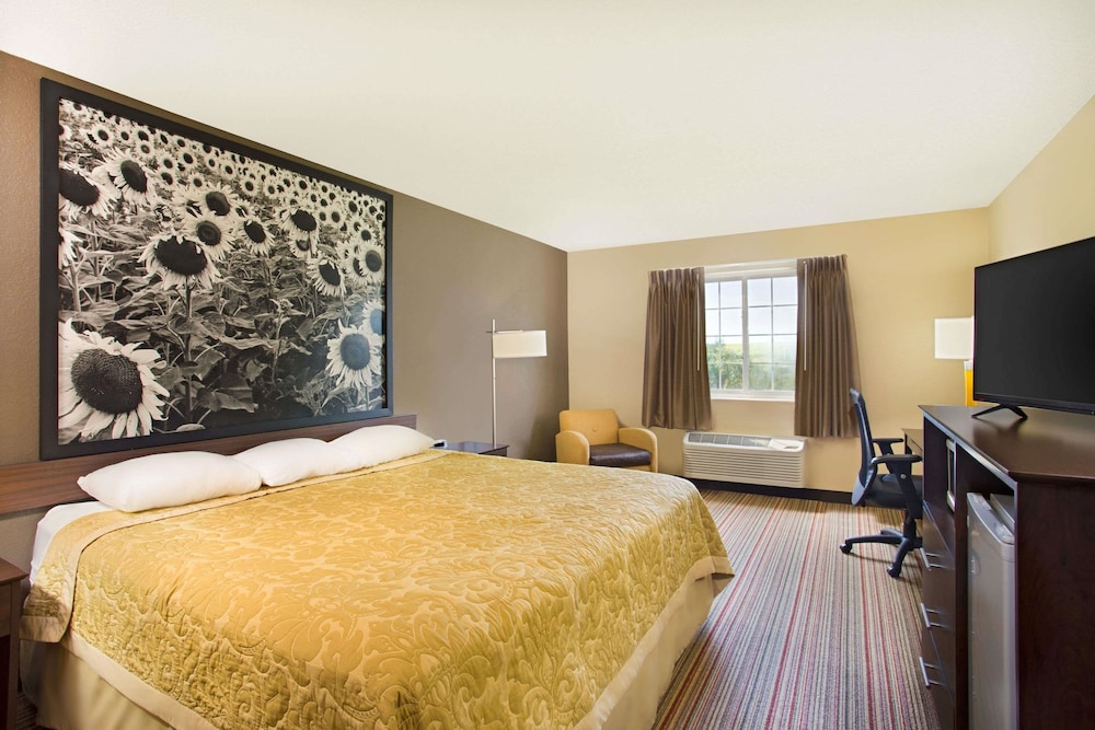 Room, Super 8 by Wyndham New Hampton