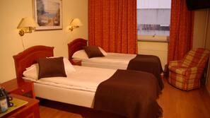 Pillowtop-bedden, een bureau, verduisterende gordijnen, gratis wifi