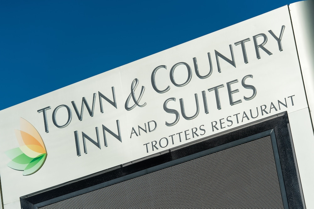 Property Grounds, Town & Country Inn and Suites