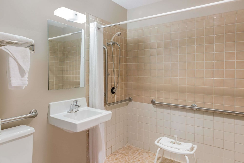Bathroom, Super 8 by Wyndham Madison