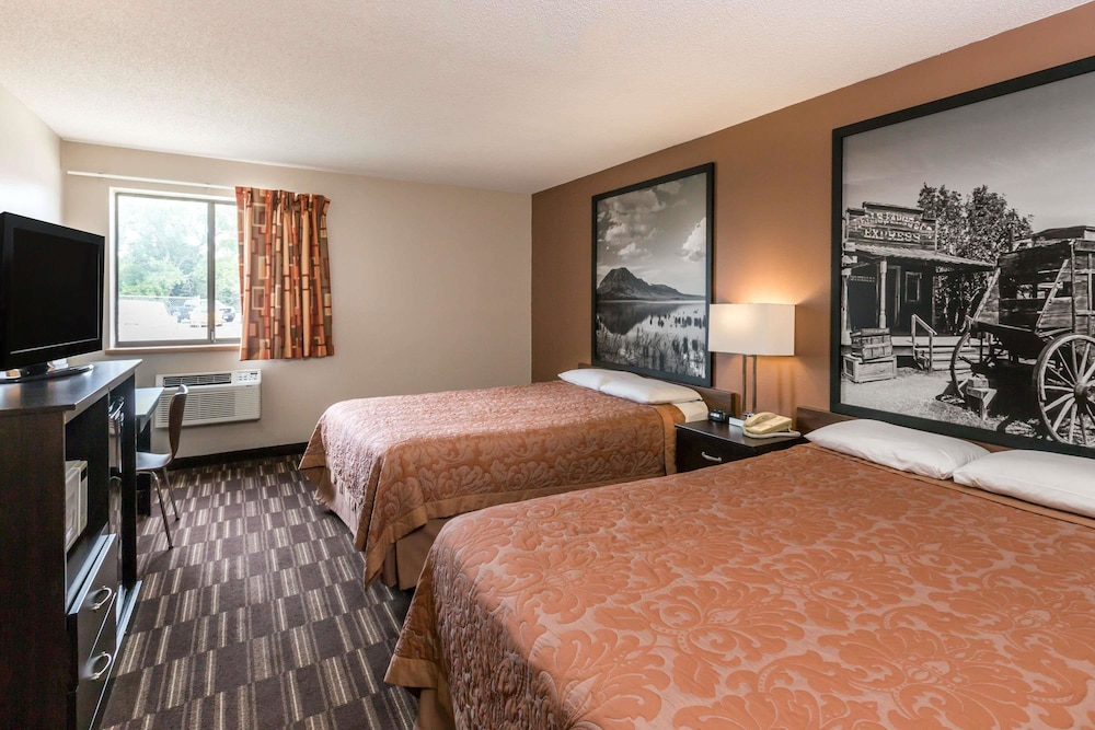 Room, Super 8 by Wyndham Madison