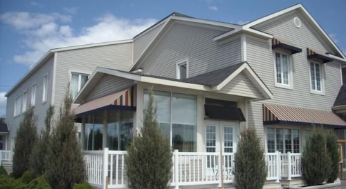 Great Place to stay orcaSound Hotel near Rigaud