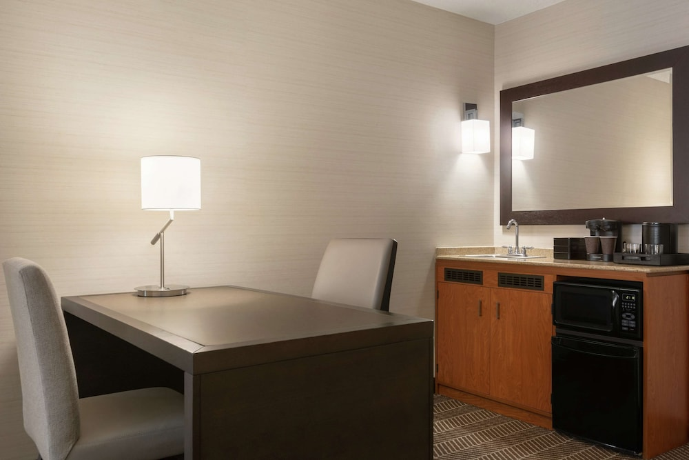 Private Kitchen, Embassy Suites Boston Logan Airport