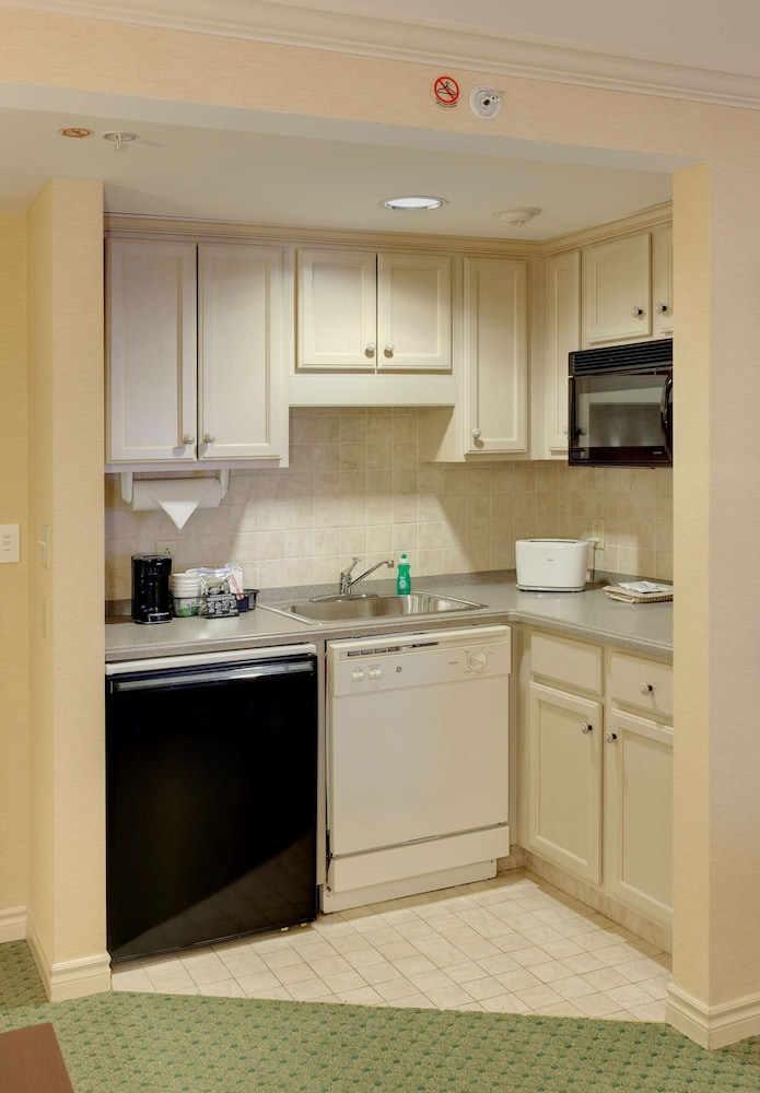 Private Kitchen, Hampton Inn Buffalo-Williamsville