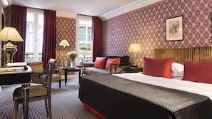 Minibar, värdeförvaringsskåp på rummet och unika möbler