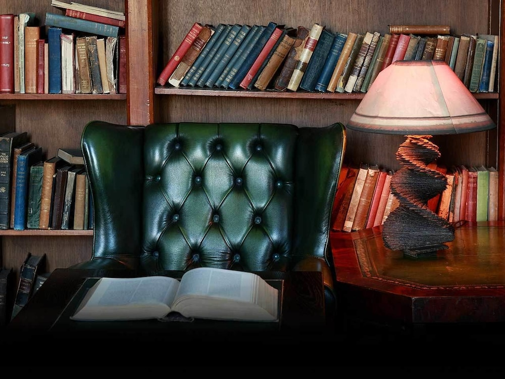 Library, Kinnitty Castle Hotel