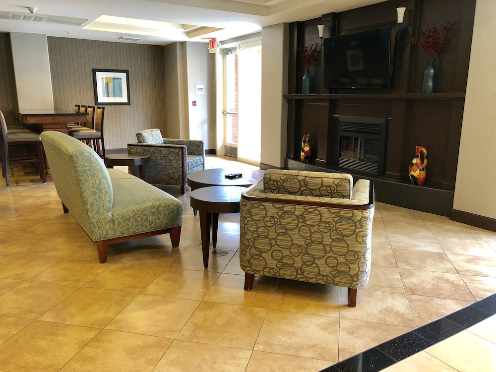 Lobby, Holiday Inn Express Hotel & Suites Vacaville, an IHG Hotel