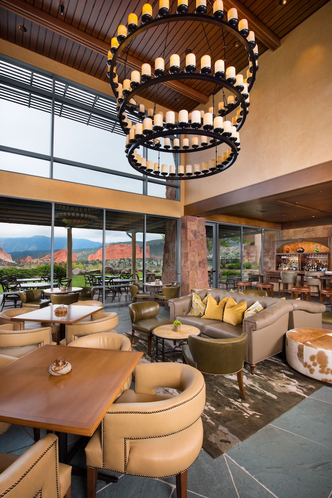 Bar, Garden of the Gods Resort and Club