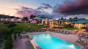 3 개의 야외 수영장, 08:00 ~ 20:00 오픈, 무료 카바나, 수영장 파라솔