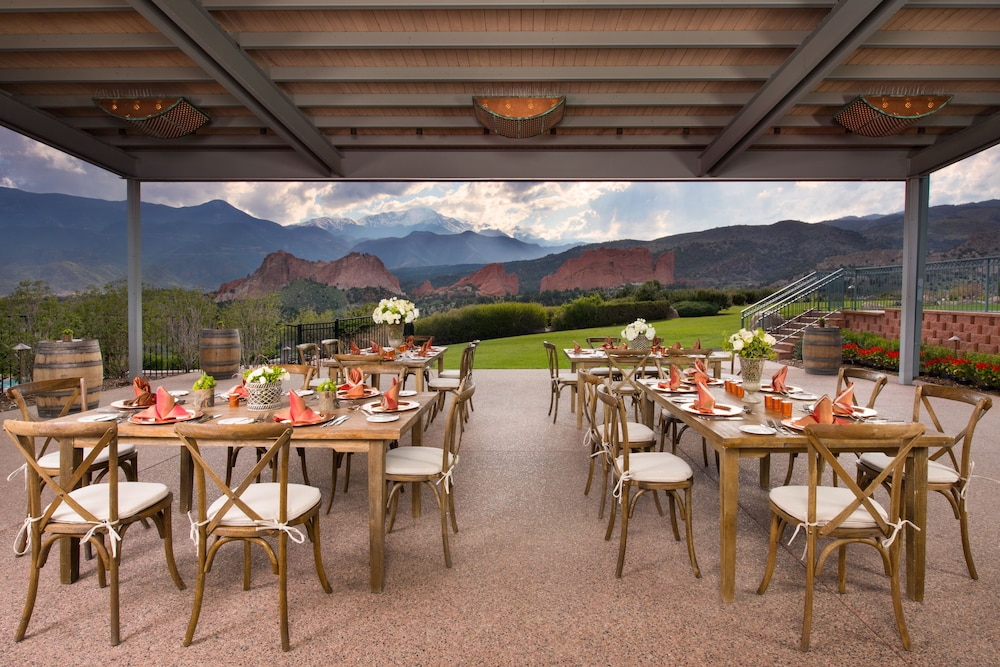 Outdoor Dining, Garden of the Gods Resort and Club