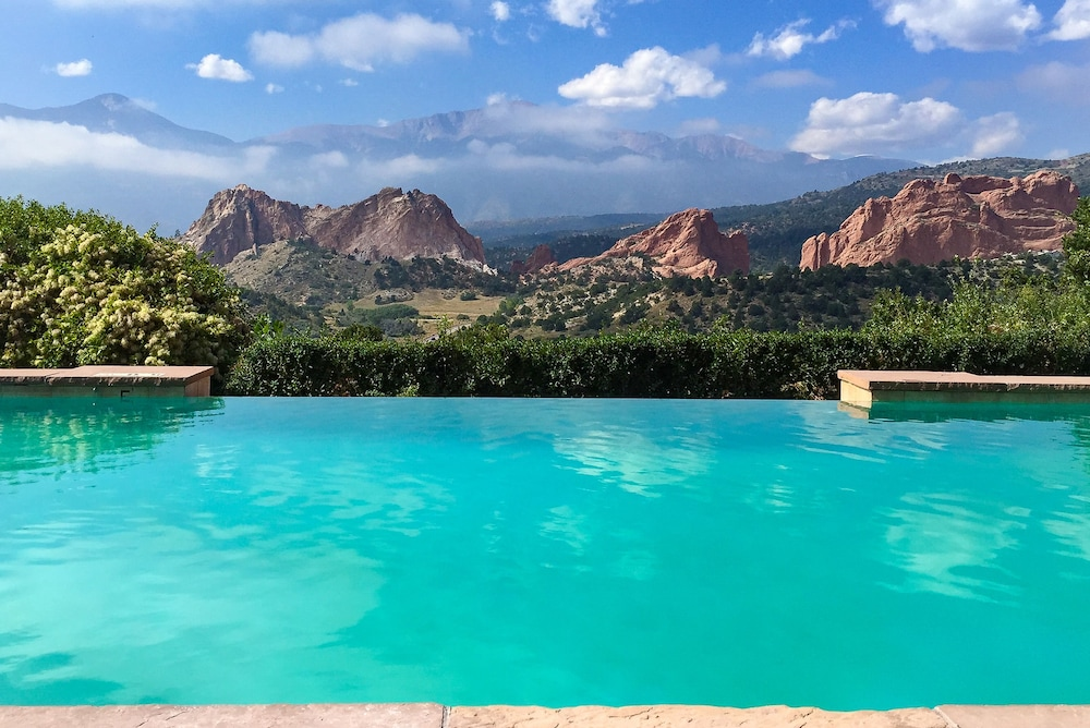 Infinity Pool, Garden of the Gods Resort and Club