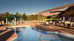 3 outdoor pools, open 8:00 AM to 8:00 PM, free pool cabanas