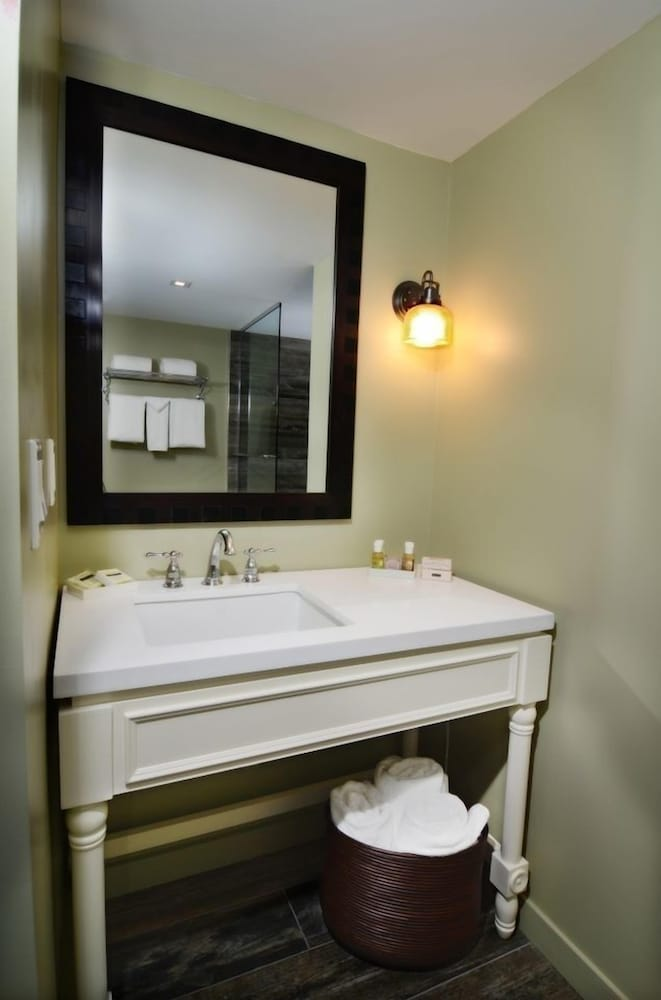 Bathroom, Lakehouse Hotel and Resort
