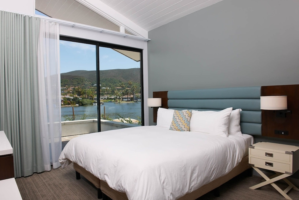 Room, Lakehouse Hotel and Resort